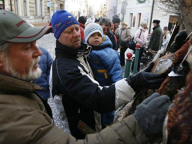 Obchody hlásily o víkendu dvojnásobné tržby oproti normálu. Na snímku trh v Panské ulici.
