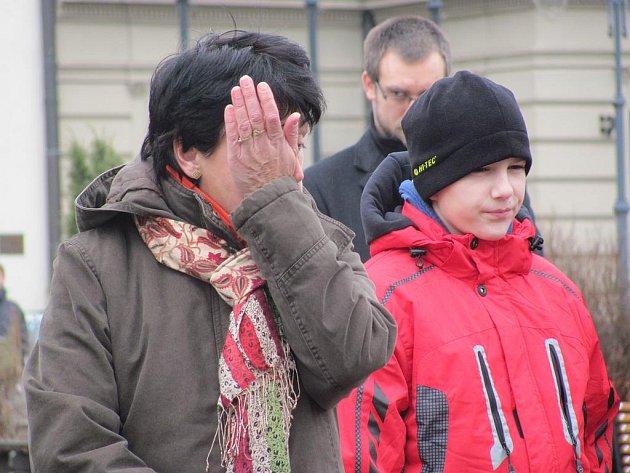 Lidé se přišli s Václavem Havlem rouzloučit i na táborské Žižkovo náměstí