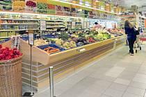 Nabídka čerstvého ovoce a zeleniny je nyní přehledně uspořádána v nových regálech.