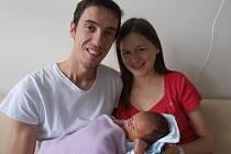 V náručí manželů Markéty a Petra Ambrožových si spokojeně hoví jejich prvorozený syn Matěj Ambrož. Nový občánek Českých Budějovic se na svět probojoval v sobotu 10.10.2015 ve 23 hodin a 55 minut. Porodní váha malého Matýska byla rovné 4 kg.