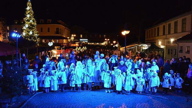 Andělský průvod se táhl v sobotu Hlubokou.