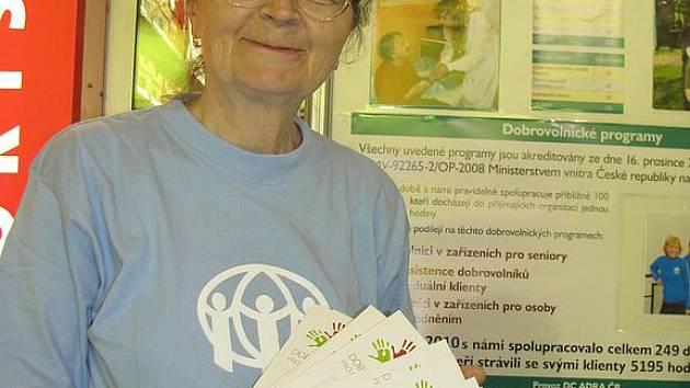 Šestašedesátiletá Mirka Kulíšková začala před dvěma lety pracovat jako dobrovolnice Adry.