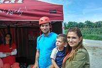 Martina Hanzala se synem a manželkou