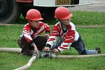 Mladí hasiči z Lišova při srubecké soutěži.