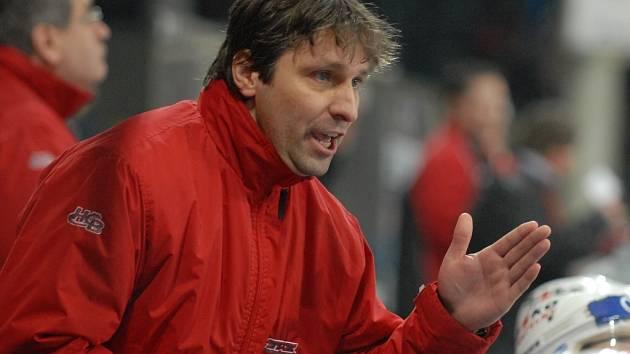 V Budějovicích populárního Josefa Jandače střídá na postu hlavního trenéra HC Mountfield Ernest Bokroš.