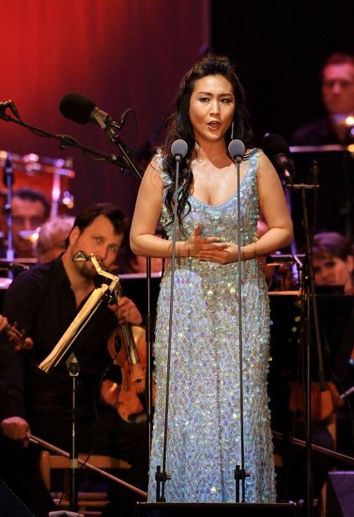 Tenorista Jonas Kaufmann zahájil 18. července Mezinárodní hudební festival v Českém Krumlově. Na snímku sopranistka Sooyeon Kim.
