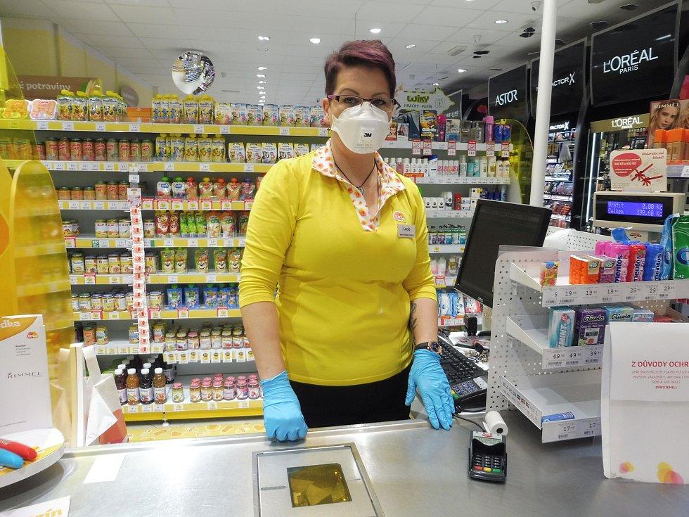 Karanténa, prázdné město, roušky, není antibakteriální mýdlo