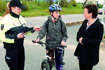Dvanáctiletý Robert Maurer, který chodí na ZŠ Nerudova, se stal v pondělí prvním  letošním cyklistou, který dostal od  magistrátu města nové jízdní kolo.