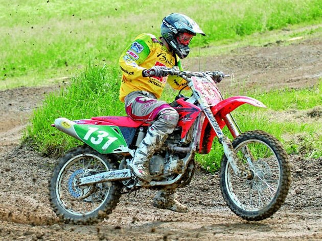 Martin Michek patří ve svých devatenácti letech k největším osobnostem českého motokrosu. Letos se stal dvojnásobným mistrem republiky, příští rok by rád nahlédl do MS.