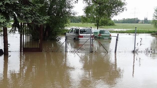 Snímek z neděle 2. června, kdy už voda částečně opadla.