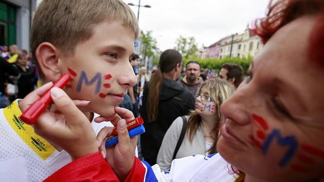Slavnostní pochod českobudějovických hokejových fanoušků na první přátelské utkání nově vzniklého týmu HC Motor České Budějovice.