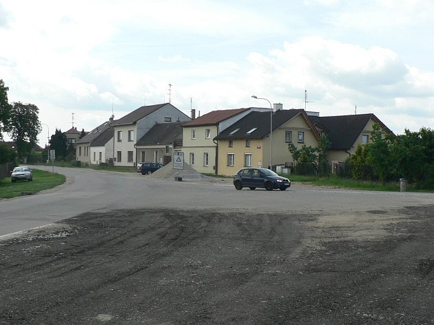Na snímku je Plavská ulice mezi Českými Budějovicemi a Roudným zhruba v místech bývalé točny městské hromadné dopravy.