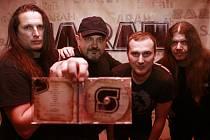 Zkušení rockeři z českobudějovické skupiny Sarah natočili album, které v dobrém připomene Iron Maiden i Pražský výběr. Deska obsahuje 11 písniček.