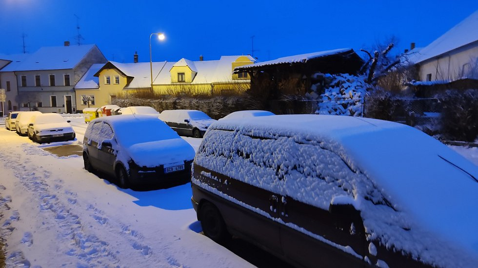 V pondělí se na jih Čech vrátil sníh. Jindřichův Hradec.
