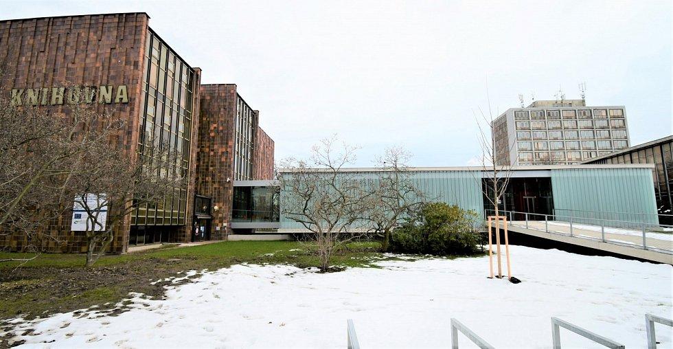 Modernizace Jihočeské vědecké knihovny za 168 milionů je u konce. Díky nové přístavbě na Lidické třídě získala zázemí pro více než 100 tisíc titulů.