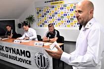 Středeční tiskovku prvoligového Dynama moderoval tiskový mluvčí klubu Aleš Strouha.