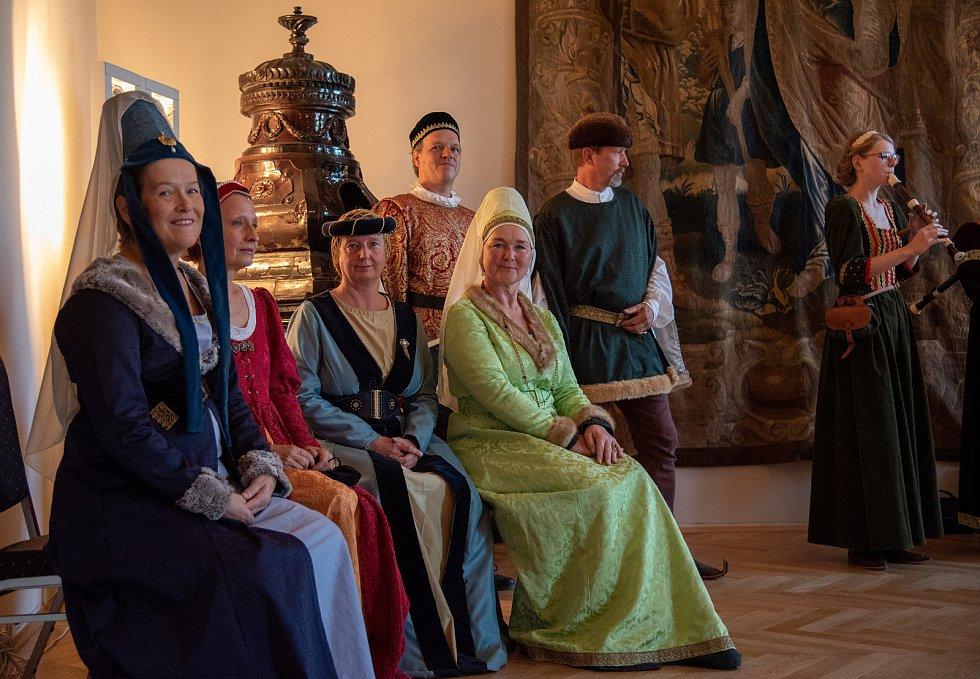 Hudba na soutoku, festival zaměřený na středověkou, renesanční a barokní hudbu, se odehrává v českobudějovických kostelích. Snímek z koncertu souborů Cantus Firmus a Schembart Gesellschaft.