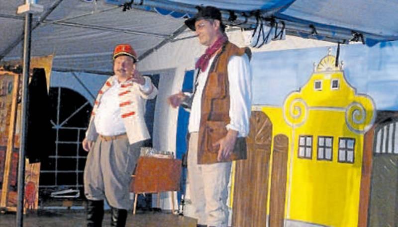 Voják syn. V současném provedení Našich furiantů hraje Bláhu Josef Peterka mladší (vlevo), na snímku s Jiřím Smržem.