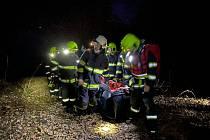 Šťastný konec měl páteční zásah hasičů. Zachraňovali děti, pod nimiž se prolomil led na římovské přehradě.