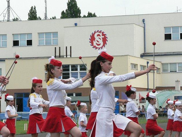 Osobitou architekturu reprezentují sokolovny, které sloužily nejen k tělocviku, ale také ke hraní divadel nebo k tanečním zábavám. Podobně jsou dnes sokolské jednoty otevřené nejrůznějším druhům sportů nebo společenských aktivit.