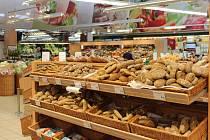 Širová nabídka regionálních potravin v českobudějovickém Ternu.