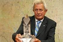 Jindřichohradecký starosta Karel Matoušek převzal minulý týden na Pražském hradě cenu za nejlepší program regenerace historického centra města.