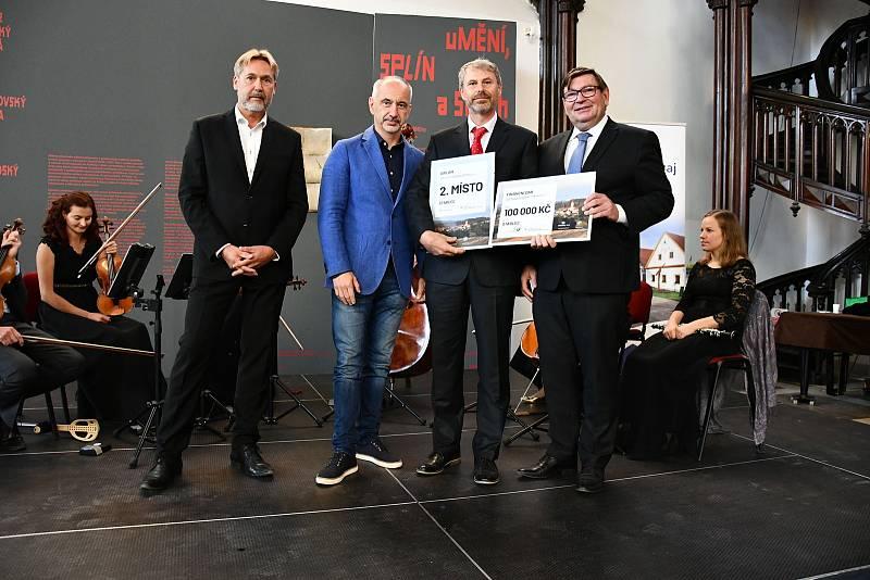 Luboš Peterka, Martin Kuba, starosta městyse Stádlec Milan Kelich, Jiřina Zikmundová a Pavel Hroch.