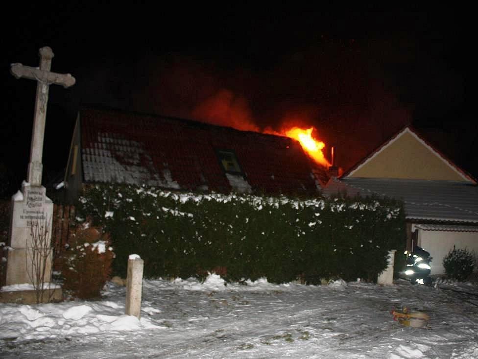 Požár v Čakovci způsobil škodu za milion korun.