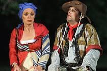Groteskní výstupy Romana Nevěčného a Věry Hlaváčkové patří v Dekameronu k divácky nejvděčnějším.