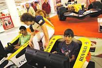 V českobudějovické obchodním centru Mercury byl vystaven monopost formule 1, se kterým jezdil Fernando Alonzo.