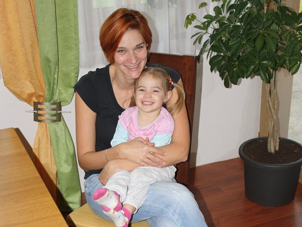 Jednatřicetiletá Jaroslava Musilová šanci stát se opravdovou modelkou. Na snímku se šestiletou dcerou Eliškou.