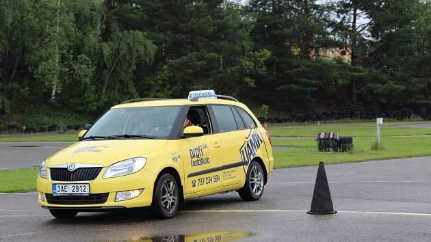 Autoškola ÚAMK v Č. Budějovicích má nyní plně obsazené kurzy pro budoucí řidiče.