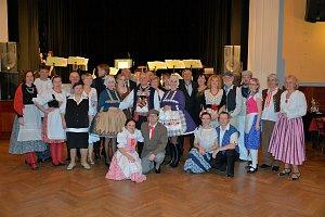 Letošní plesovou sezónu v Týně nad Vltavou završili ve stylu staročeských bálů v krojích. Pozvání ke spoluúčasti přijal i místní spolek baráčníků VITORAZ.