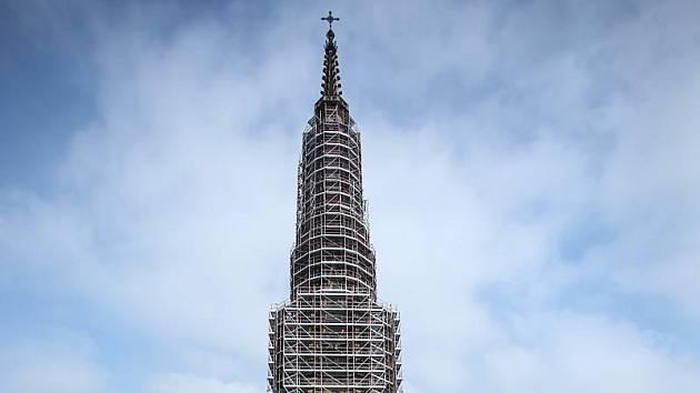 Zatrubkovaná věž dómu.