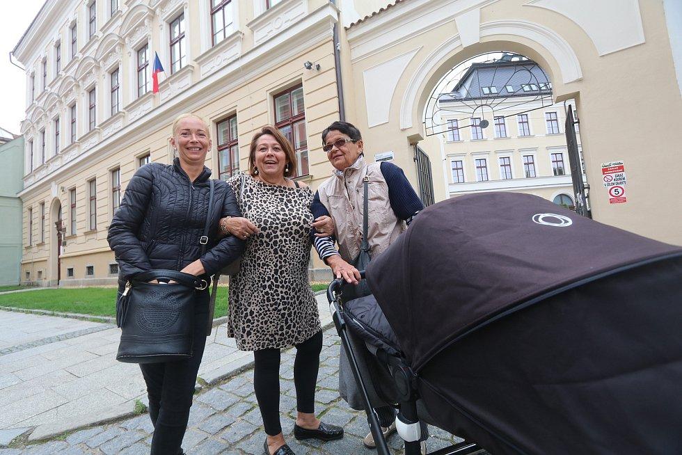 Volby v Českých Budějovicích v České ulici.
