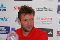 Trenér Petr Brom je po taktické stránce vždy připraven.