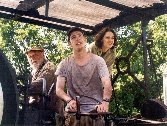 Z filmu Cesta byla suchá, místy mokrá. Hrají tu Lubor Tokoš, Vojtěch Štěpánek a Klára Issová.