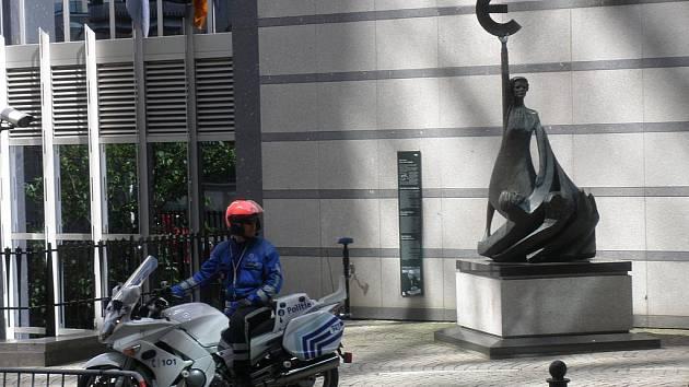 Evropský parlament je pod přísným dohledem policistů.