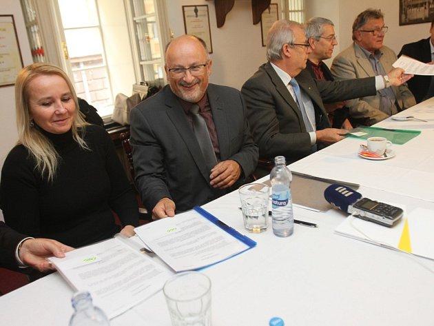 Podpis koaliční dohody ANO 2011, ČSSD, KDU-ČSL a ODS.