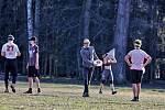 V neděli odpoledne se lidé ve Stromovce procházeli, venčili své psy i sportovali.