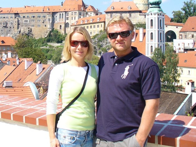 Milan Toman tak, jak ho hokejoví příznivci neznají. Na rodinném výletu v Č. Krumlově s manželkou Janou.