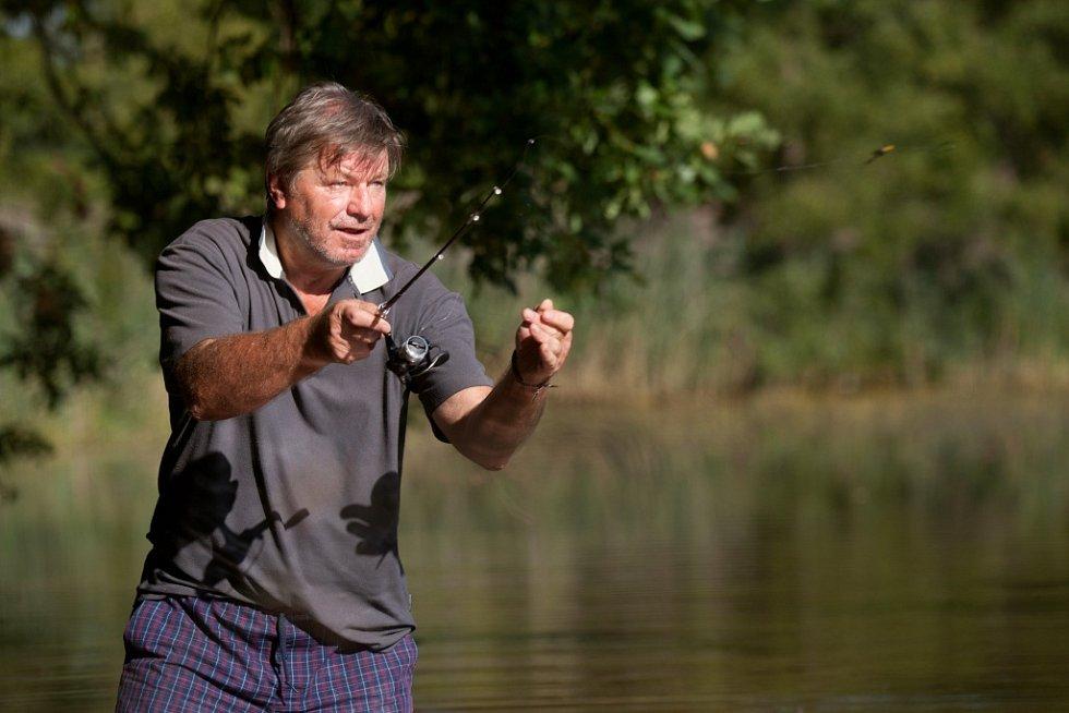 Třeboňský spisovatel Miroslav Hule, jemuž známí říkají Klostermann rybníků, u rybníka Přední kouty.
