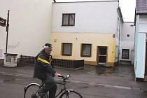 Přestavba čeká penzion v ulici Na Zlaté stoce v Českých Budějovicích (na snímku). Po rekonstrukci nabídne dvacet lůžek pro seniory  trpící Alzheimerovou chorobou . První klienty by mělo nové pracoviště přivítat koncem roku 2010.