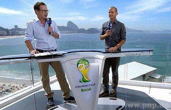 Mehmet Scholl (vpravo) při vysílání zRia.