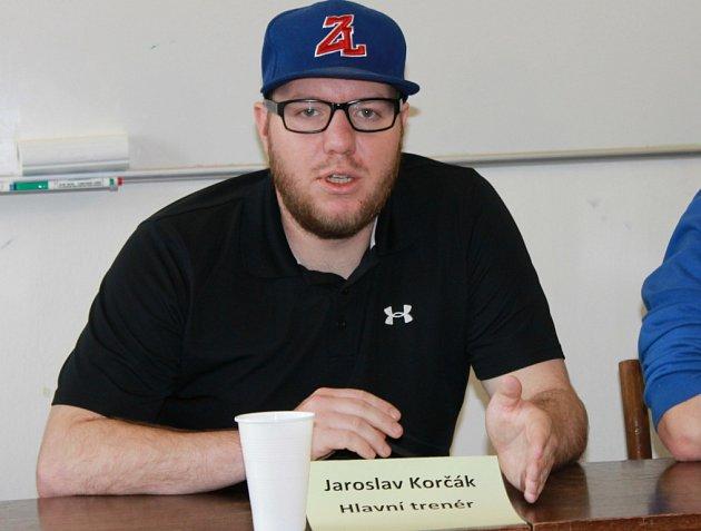 Trenér mužů Ledenic Jaroslav Korčák dovedl tým k historickému bronzu a po sezoně byl asociací vyhlášen nejlepším trenérem extraligy.