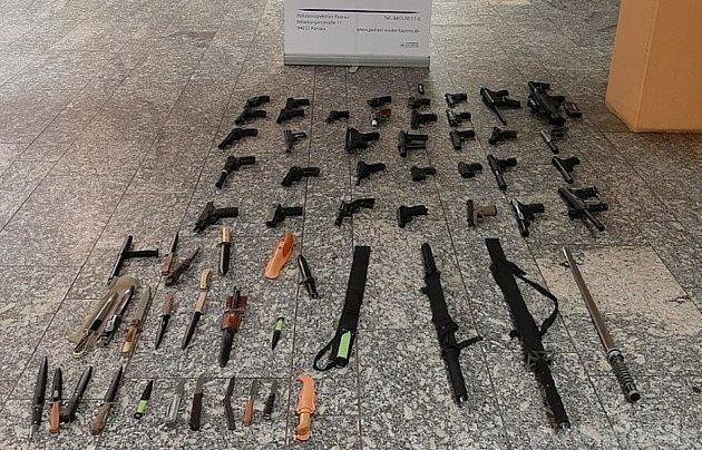 Nalezené zbraně vbytě vPasově.
