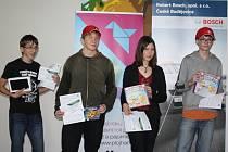 Čtyři úspěšní z kategorie pro druhý stupeň základních škol a gymnázií. Na fotografii zleva Jonáš Havelka, Jaroslav Kafka, Anna Kovářová a Vojtěch Rozhoň.
