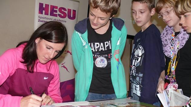 Mistryně světa Zuzana Hejnová na návštěvě v českobudějovických školách