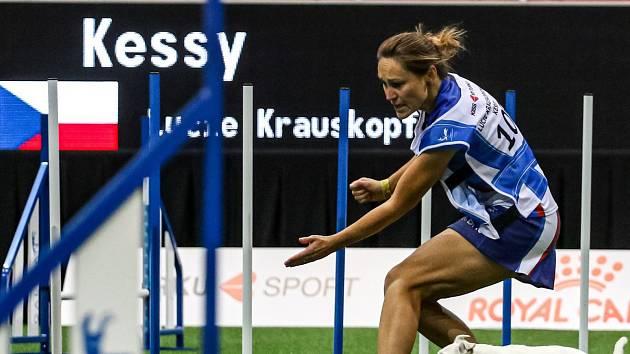 Lucie Krauskopfová a fenka Kessy při závodě MS.