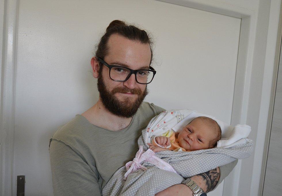 Dorka Koloušková z Vodňan. Prvorozená dcera Venduly a Adama Kolouškových se narodila 19. 5. 202 v 15.42 hodin. Při narození vážila 3450 g.Foto: Jana Krupauerová